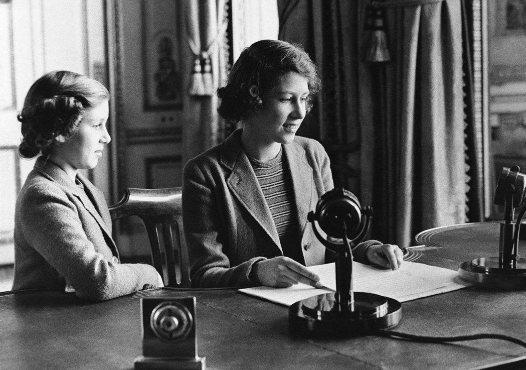 在如此艱難的時刻,英國女王在4月5日向全國進行罕見的「特別演說」,女王在演說中特...