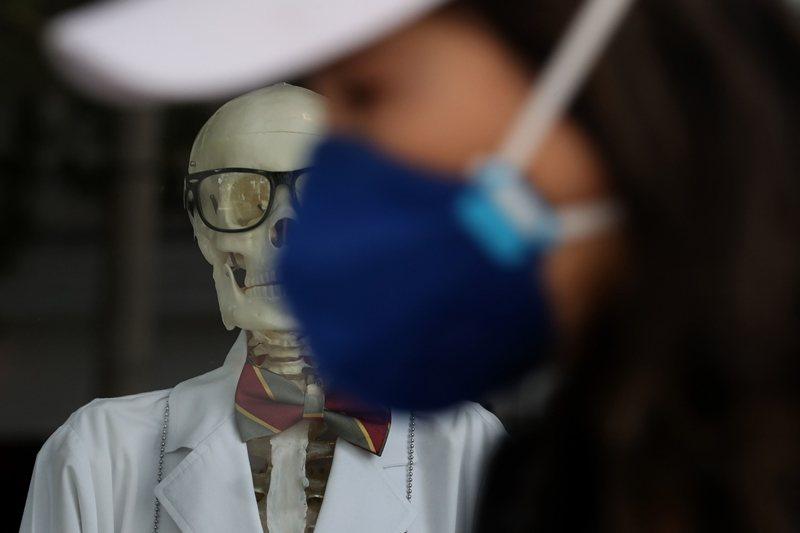 美國指控WHO協助中共對全球隱匿重大疫情,已經導致上萬名美國民眾喪生。 圖/法新社