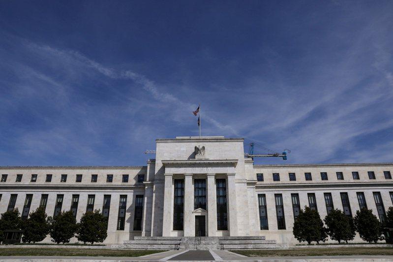 美國聯準會(Fed)表示將動用所有權力「強力、主動且進取地」地幫助美國經濟復甦,除了先前降息外,近期又在祭出2.3兆美元的新一輪刺激方案,試圖以寬鬆彈藥支持經濟發展。(圖/路透)
