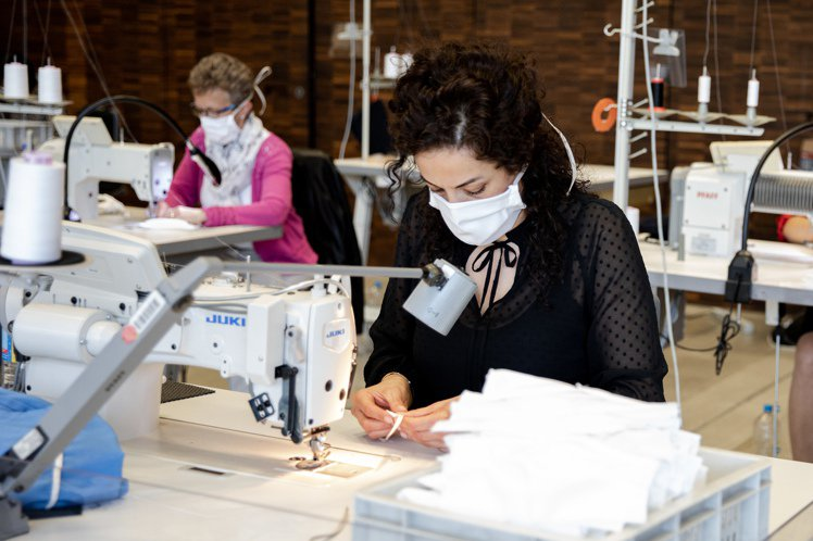 繼生產口罩後,德國時裝品牌BOSS也宣布投入防護衣的生產,防護衣並由總部自行研發...