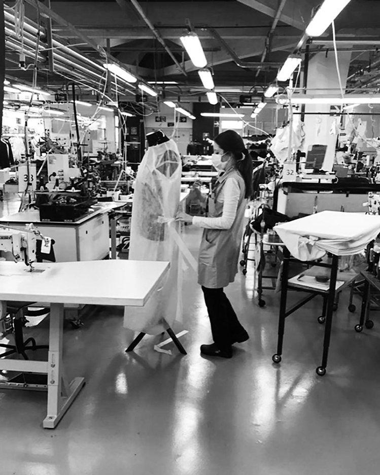 義大利時尚巨人Giorgio Armani很早就登高一呼,捐助大量金額也實際出力...