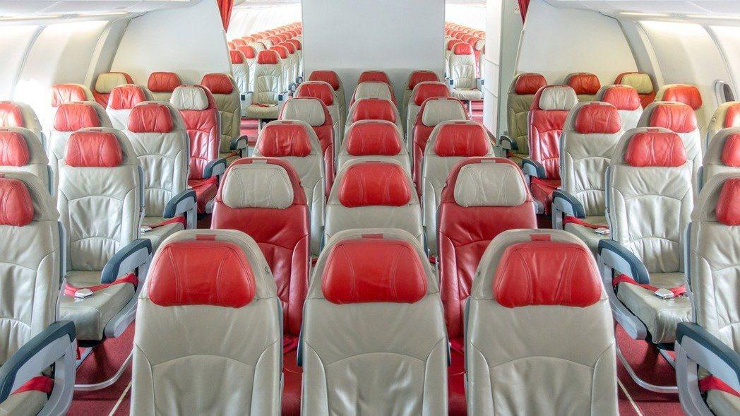 3月30日自紐約飛台灣CI011班機被喻為「最毒班機」,中央流行疫情指揮中心今公...