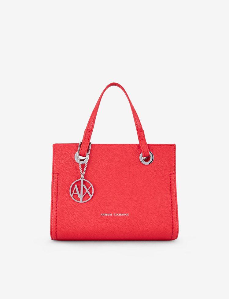 Armani Exchange,珊瑚紅女士手提包,8,100元。圖 / Arma...