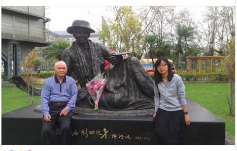 在二二八事件罹難的台灣知名畫家陳澄波的兒子,陳澄波文化基金會創會董事長陳重光(左),於今天上午以九十五歲高齡過世。照片翻攝自陳澄波文化基金會臉書。