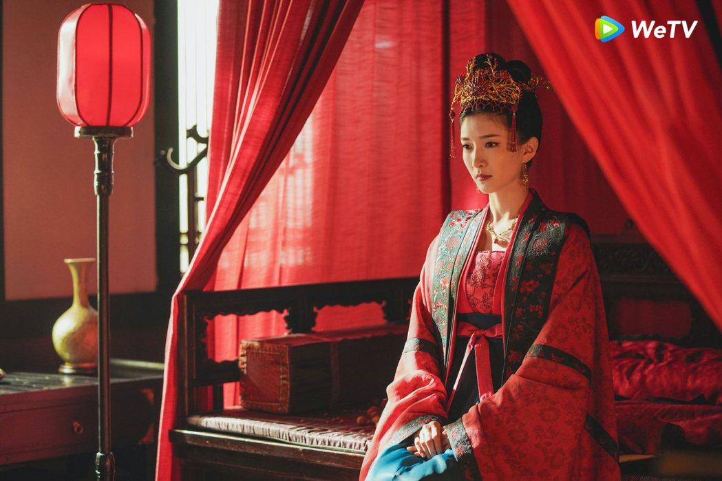 江疏影在「清平樂」戲中新婚夜獨守空閨。圖/WeTV提供