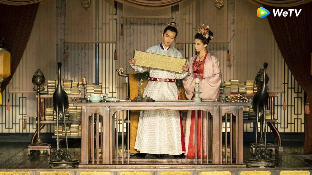 王凱(左)與江疏影在「清平樂」戲中組帝后CP。圖/WeTV提供