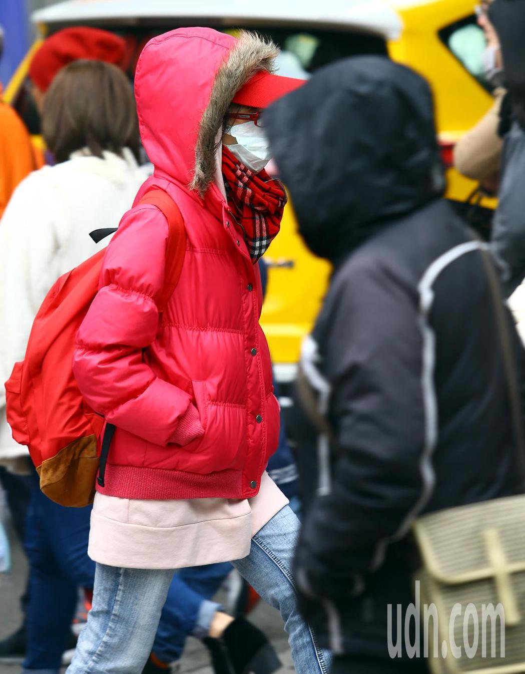 下周一晨北台灣平地最低氣溫,約降至10度左右;下周一晚及周二晨因輻射冷卻加成,中...