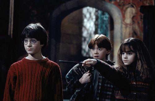 「哈利波特」系列電影首集上映,已是近19年前的事,「榮恩」魯伯葛林特都要當爸爸了...