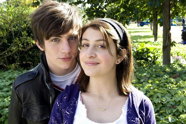 喬琪亞葛洛梅曾和「青春愛欲吻」男主角艾倫泰勒強森假戲真做交往。圖/摘自imdb