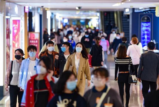 南京市戰疫情擴內需穩增長「四新」行動動員部會11日舉行,會上公佈了新基建、新消費、新產業、新都市等四個行動計畫,並試行2.5天休息制度。圖/澎湃新聞