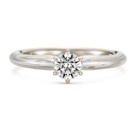 K.UNO,Piantina訂婚鑽戒搭配30分主鑽,10萬元起。圖 / K.UN...