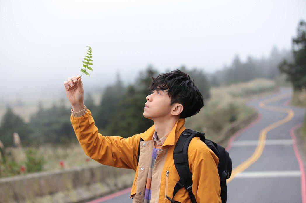 光良新專輯「絕類」由黃韻玲、李欣芸擔任製作人。圖/星娛音樂提供