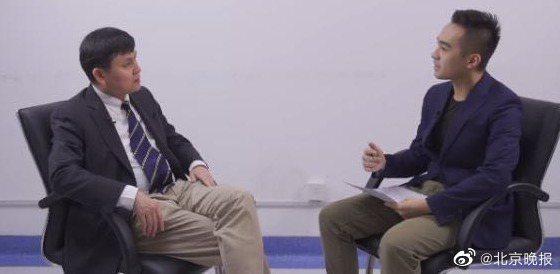 上海新冠肺炎醫療救治專家組組長、復旦大學附屬華山醫院感染科主任張文宏(左)。圖/取自北京晚報