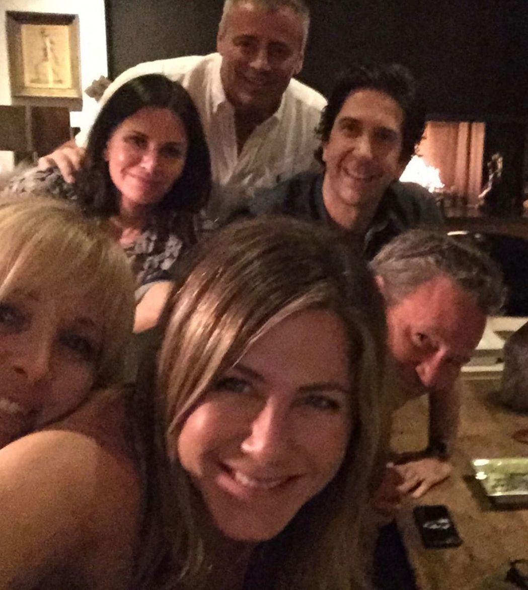 「六人行」全部主角去年就曾經私下重聚,拍了大合照。圖/摘自Instagram