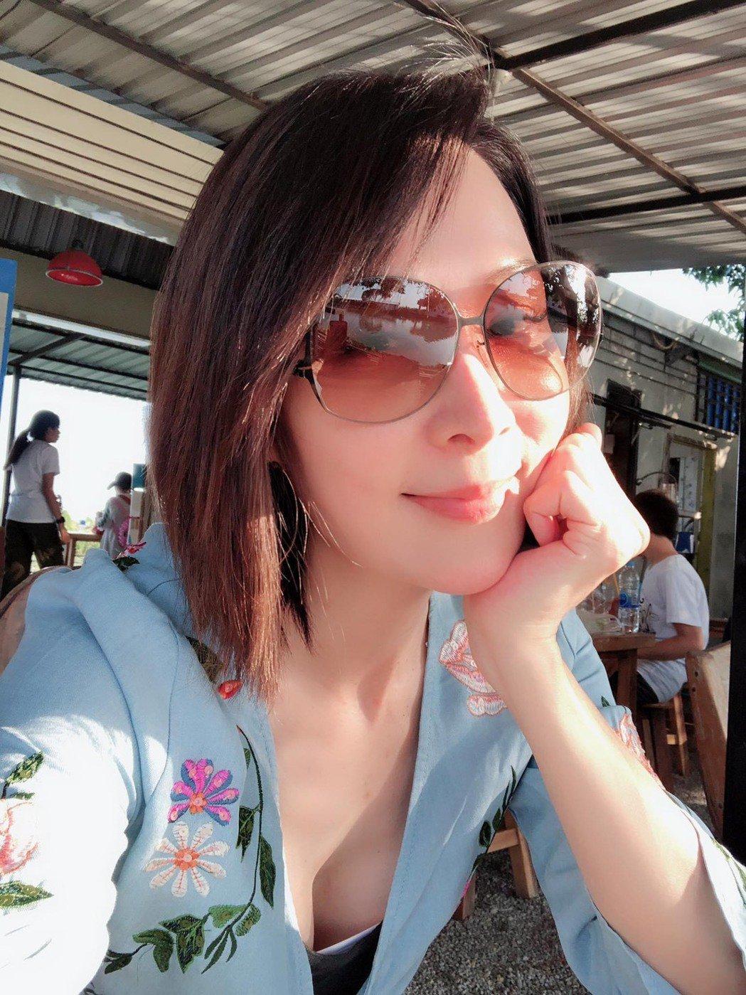 林千鈺樂當「單身」女郎。圖/翻攝臉書