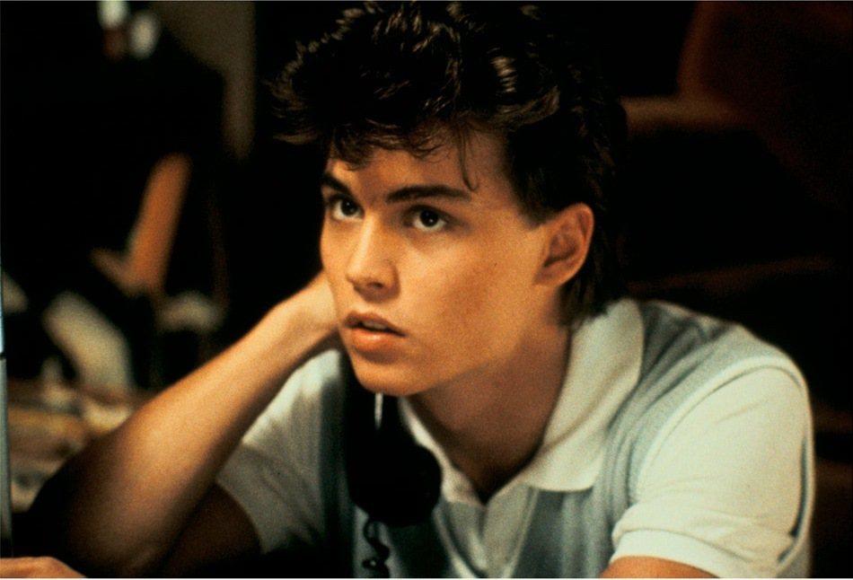 強尼戴普演出「半夜鬼上床」時才20歲,顯得稚嫩。圖/摘自imdb