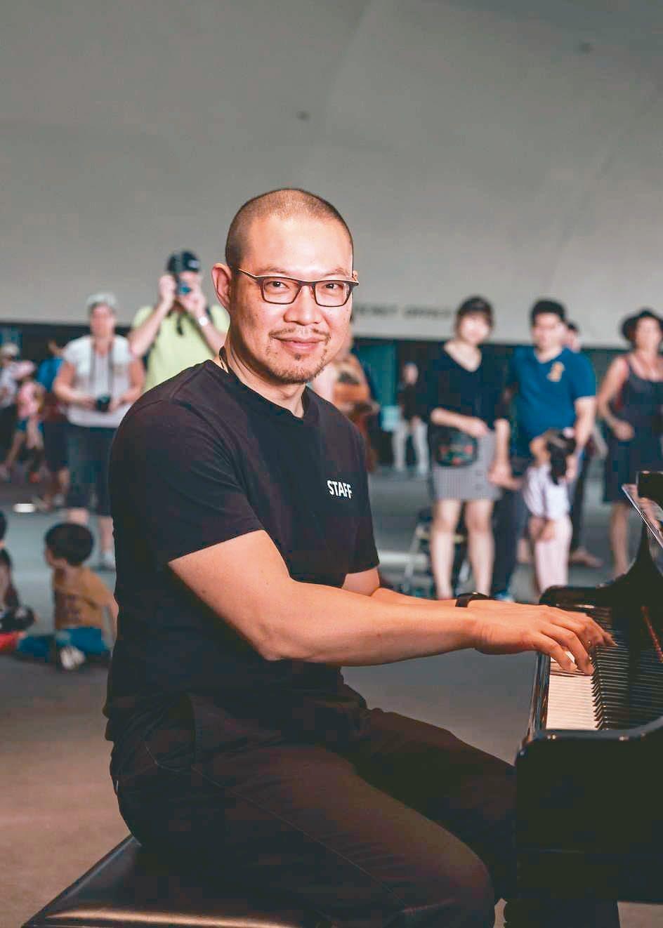 衛武營藝術總監簡文彬發起「衛武營接力聯演音樂的奉獻」。 圖╱衛武營提供