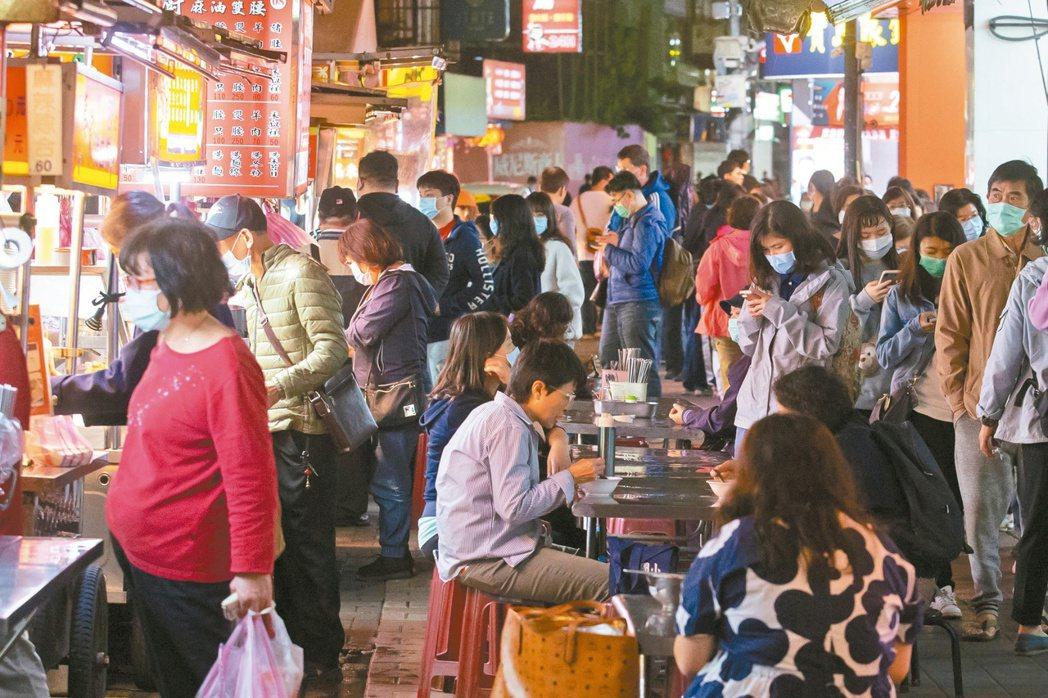 新型冠狀病毒大流行逾3個月,次第改變各地人民的日常生活。 記者季相儒/攝影