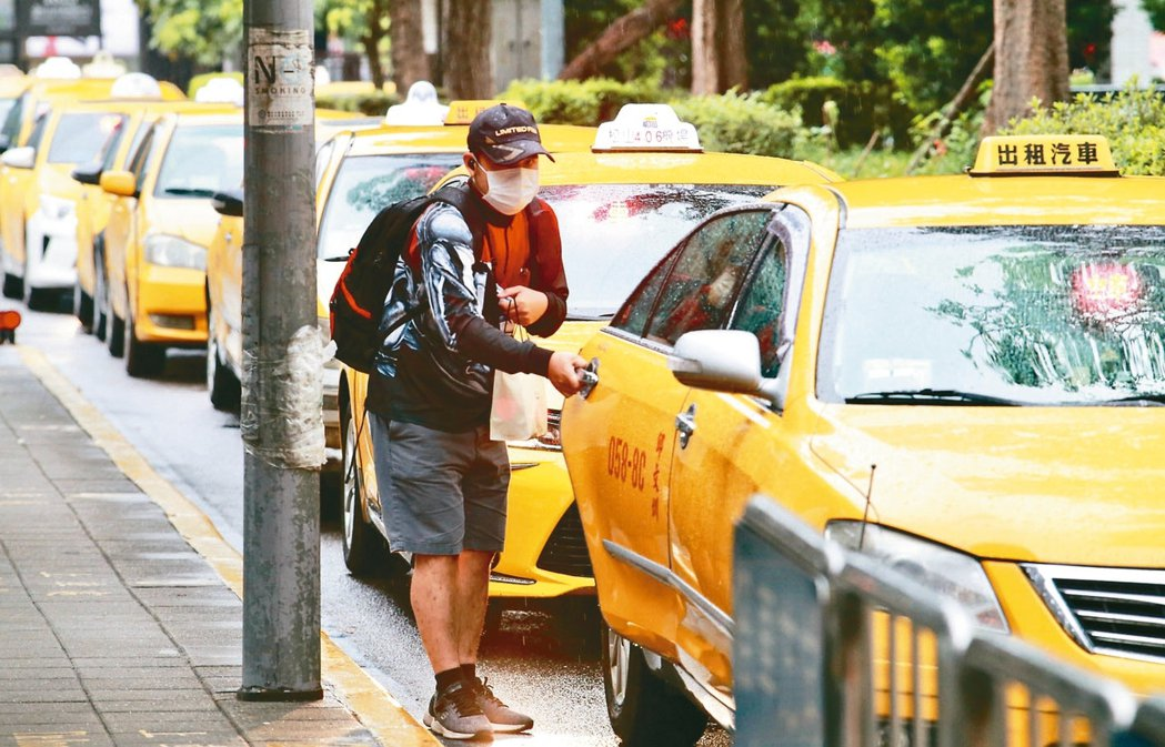 學者認為,計程車紓困方案,應納入環保考量。 本報資料照片