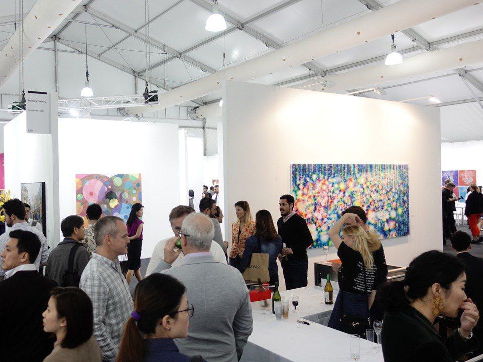 台北當代聲勢浩大,但舉辦時間非常接近三月的香港巴塞爾藝術展(Art Basel)...