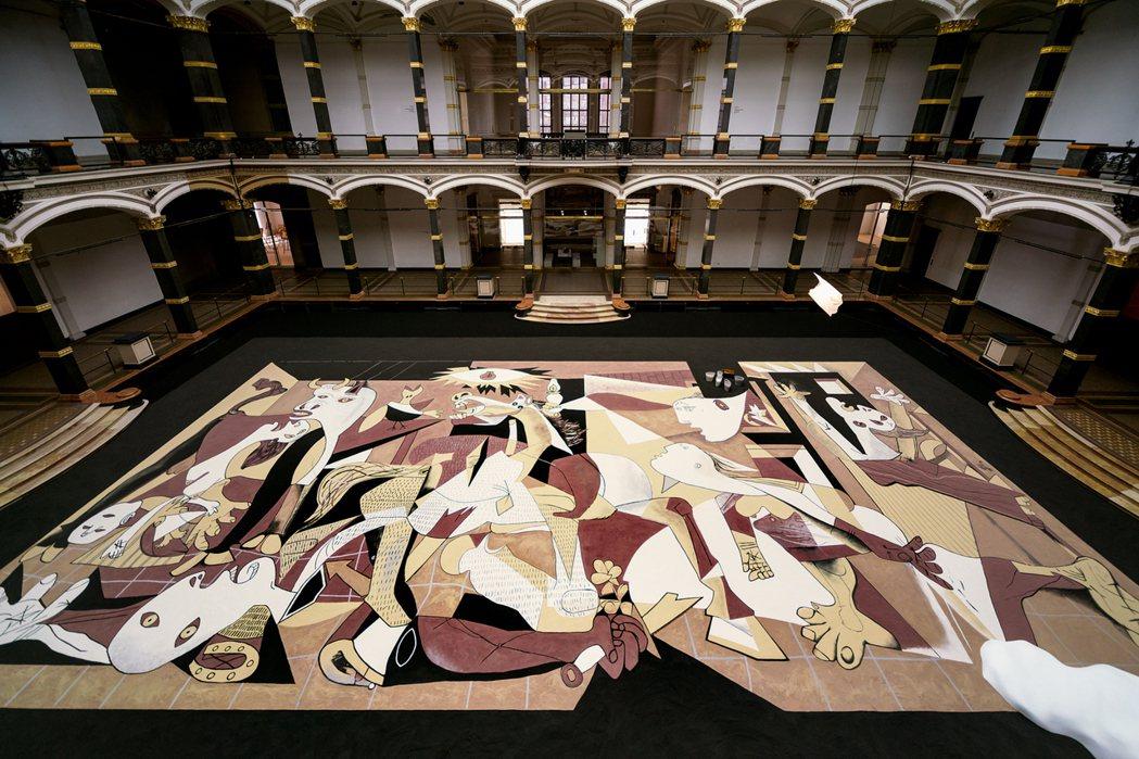 《如沙的格爾尼卡》(Guernica in Sand)葛羅皮亞斯博物館展出現場照...