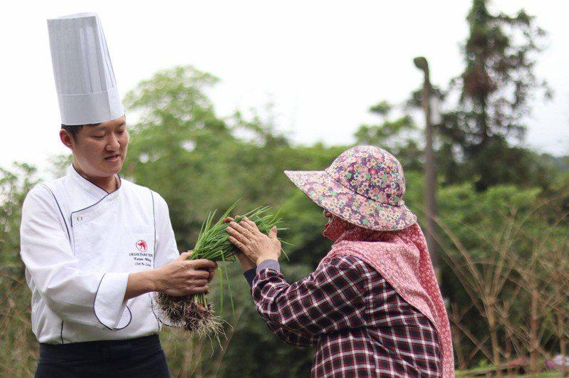 新北農業局指出,因應疫情關係,今年也與台北凱撒大飯店聯名推出5項創意料理,讓民眾外帶或宅配。圖/新北農業局提供