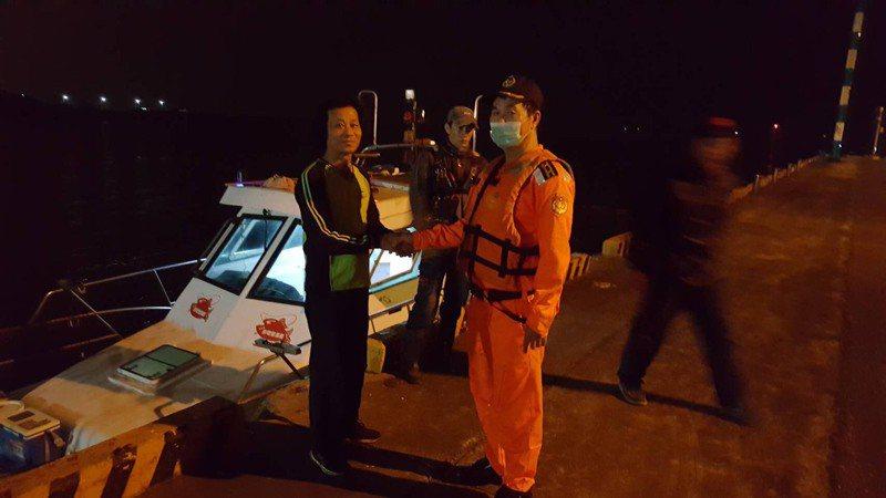 許姓漁船船長感謝台南海巡隊救援。記者黃宣翰/翻攝