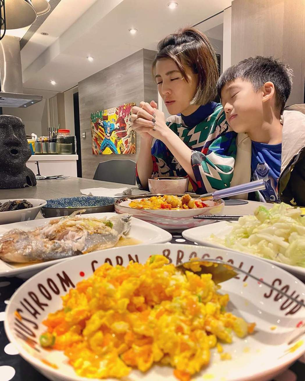 徐小可現在已經養成飯前禱告的習慣。圖/摘自臉書