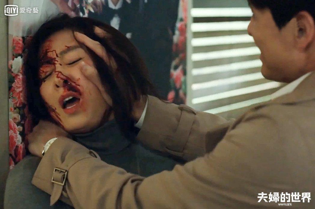 金喜愛被老公打到頭破血流。圖/愛奇藝台灣站提供