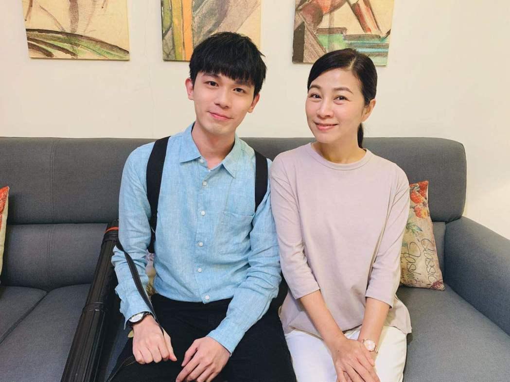 郭柏傑(左)飾演方文琳兒子。圖/艾迪昇提供