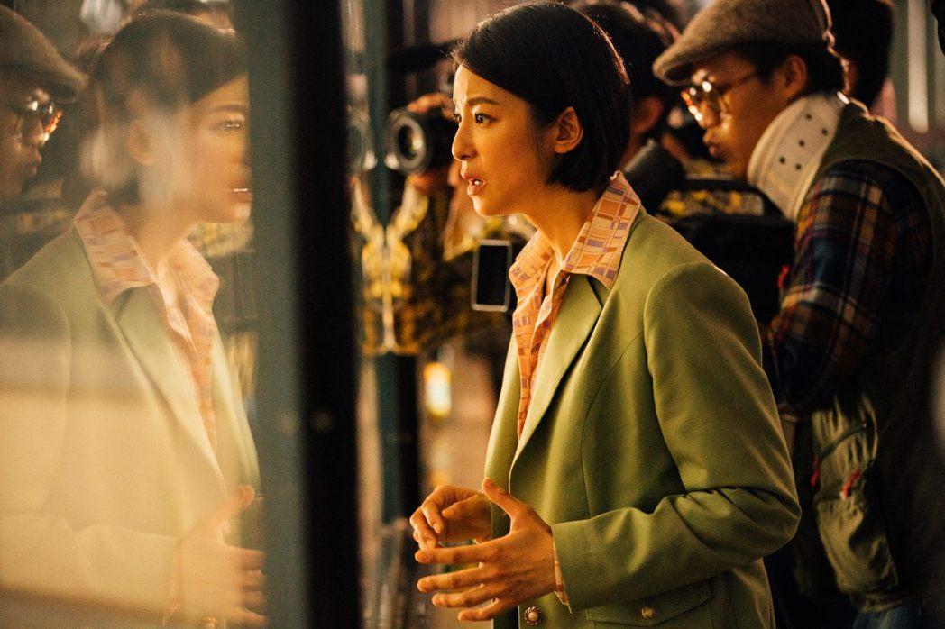 賴雅妍拍「逃出立法院」有不少動作戲。圖/華映提供