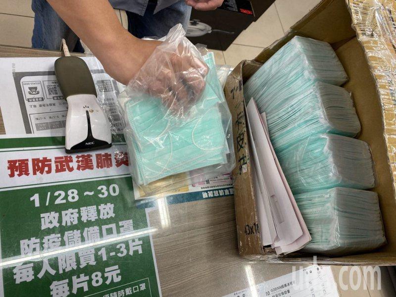 中央流行疫情指揮中心指揮官陳時中表示,將延長徵收口罩至六月底,並禁止出口一般醫用口罩和外科口罩到六月底。 圖/聯合報系資料照片