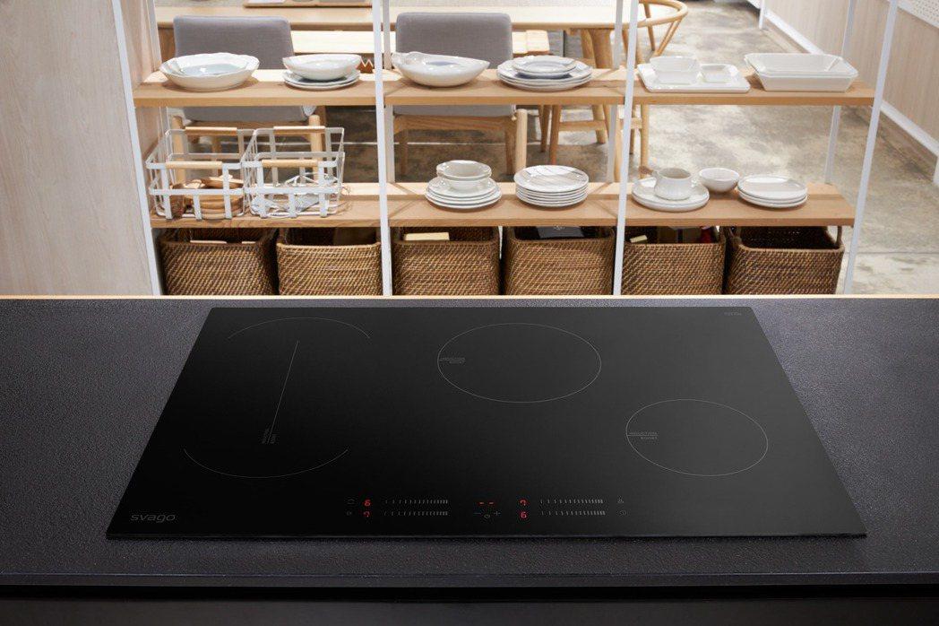 svago四口感應爐TID7040,啟動跨區感應加大烹飪區功能,可將兩個獨立的烹...