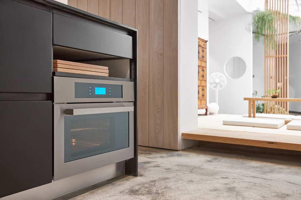 svago嵌入式蒸烤箱SK1664S觸控式操作面板結合LCD液晶螢幕顯示,簡單時...