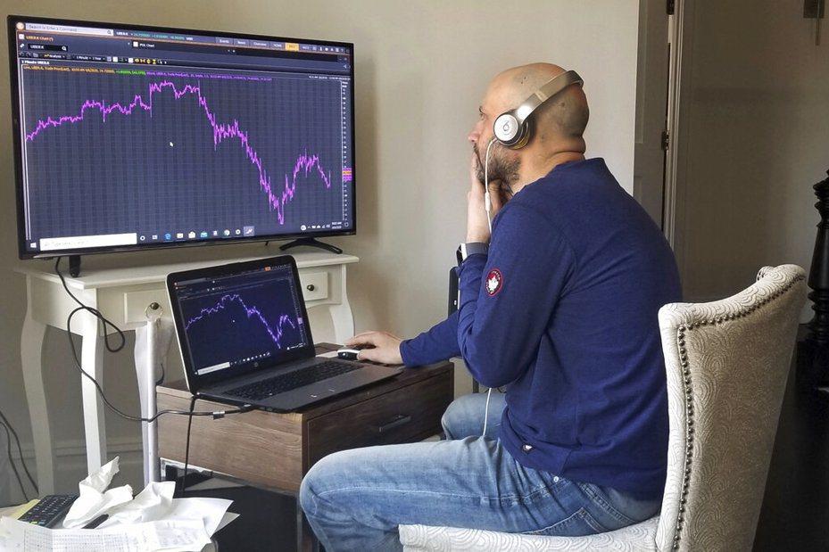 分析師指出,美股具熊市格局急彈急跌的特色,股市還能彈多久仍不可不慎。 美聯社