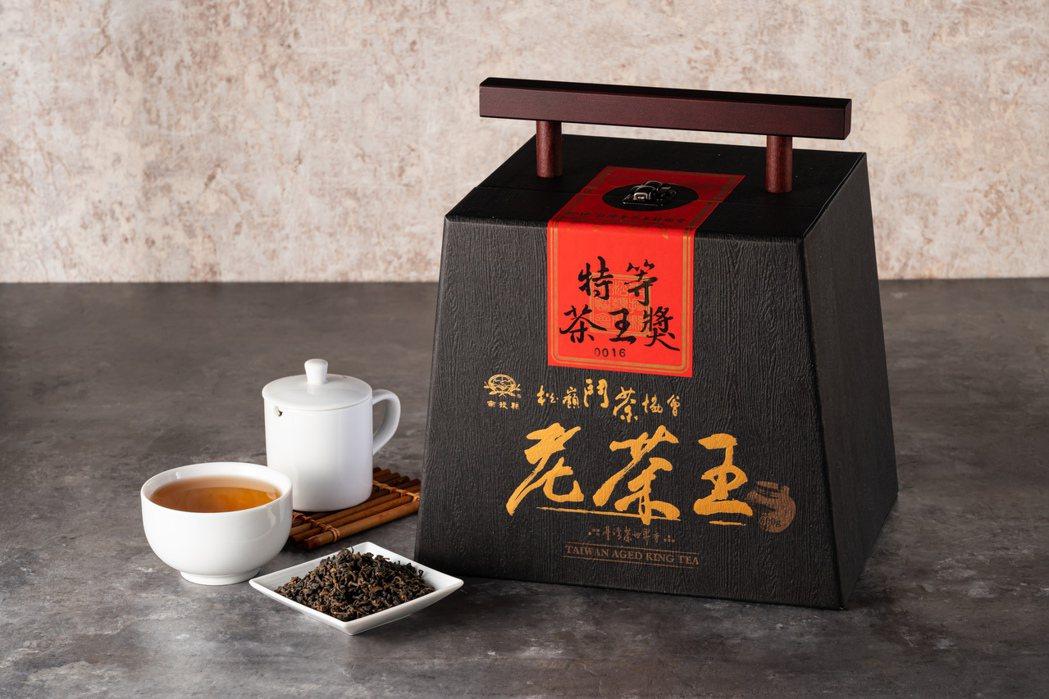 台灣陳年老茶王競賽,特等茶王獎。南投縣松嶺鬥茶協會∕提供
