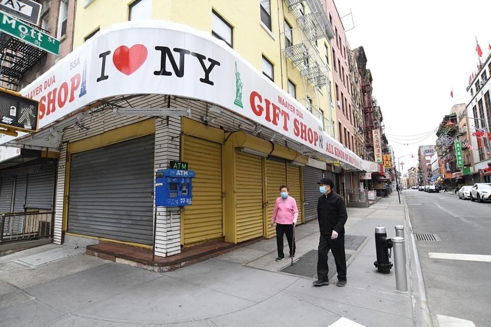 中國城「我愛紐約」I ❤️NY禮品店下月一日能否重開,就看接下來疫情能否控制。 ...