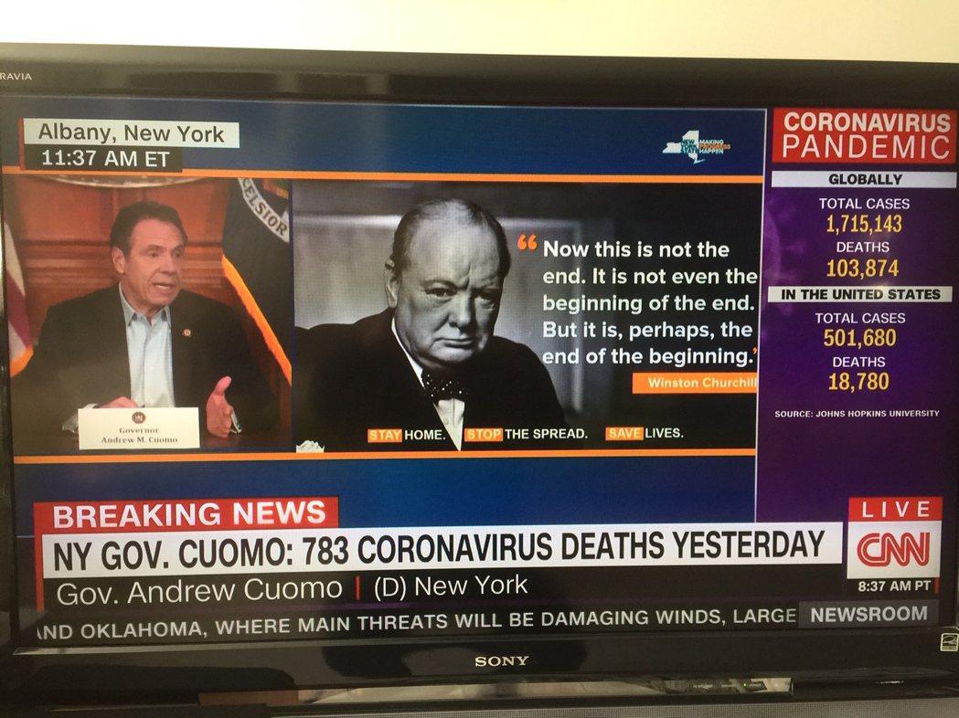 紐約州長葛謨記者會上,引述二次大戰期間英國首相邱吉爾名言,籲請大眾堅挺抗疫。 翁...