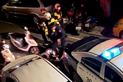 中和警「踹頭」事件:警方的私刑,法治國的死刑?