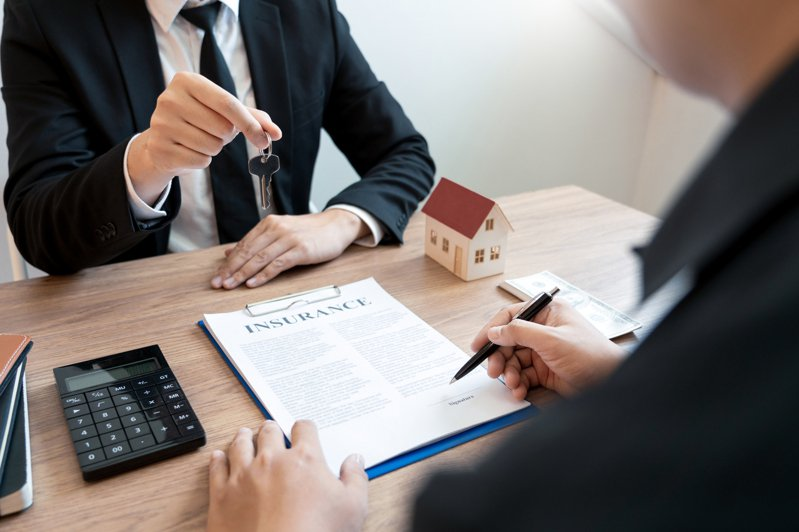 她問賣房買房有可能同時無縫接軌嗎? 網狂勸:風險會超大