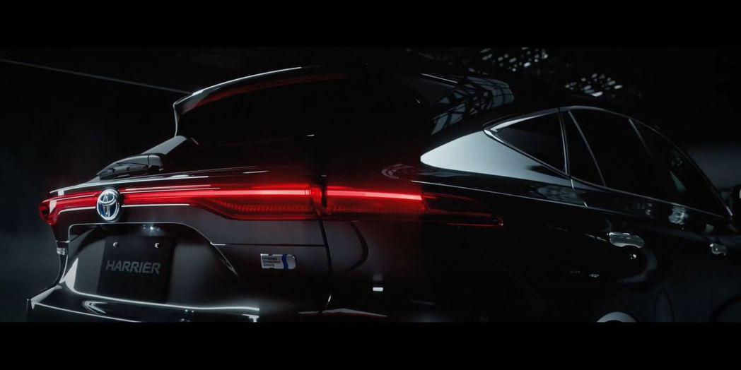 新一代Harrier採用高級感爆棚的連貫式尾燈。 摘自toyopet.co.jp