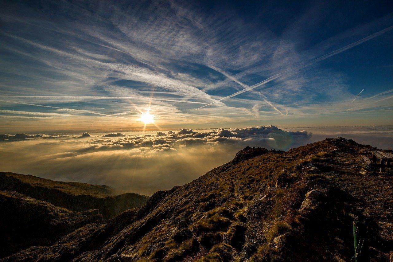 爬山不僅空氣好,能鍛鍊筋骨,重要的是能讓心情變好。 圖/pixabay