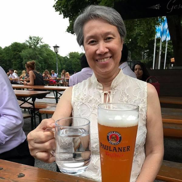 新加坡總理李顯龍夫人何晶臉書修改原本謎樣的「Errrr...」(呃...)內容,希望大家能原諒錯誤,彼此擁抱,停止筆戰。(photo by 臉書截圖)