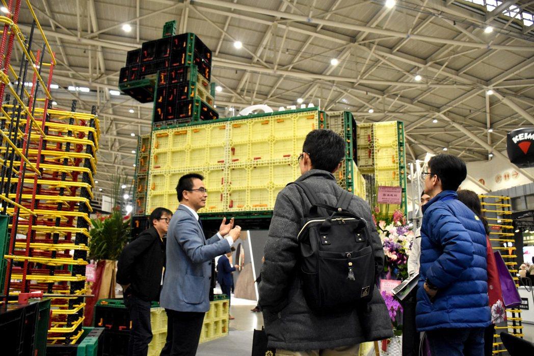 ▌「戴雲發建築系統團隊」特別以系統模板製作「5米高的木馬模型」進駐第31屆台北國...