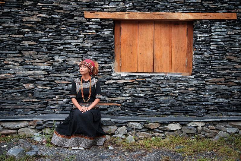 遊走在都會與部落之間,阿爆跨足流行與傳統,唱出屬於自己的風格。