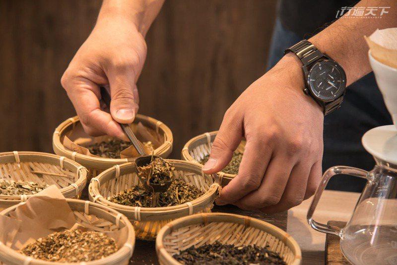 老濟堂調配的各式青草茶。