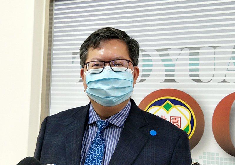 桃園市長鄭文燦(見圖)宣布,自20日(下週一)起民眾市府洽公一律強制配戴口罩,配合實名制、量體溫做好防疫。記者曾增勳/攝影