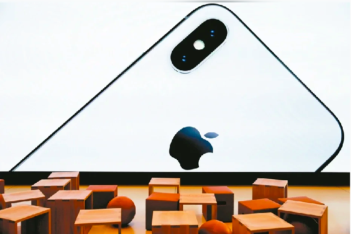 大陸手機市場銷售量下滑,iPhone也打價格戰,與蘋果官網售價相比,京東、淘寶、蘇寧等平台上的iPhone11,均有不同程度的降價措施,最大幅度達20%。照片/路透