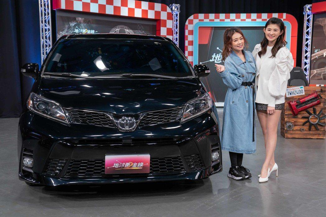 詹子晴(左)在節目中分享自己的愛車。圖/TVBS提供