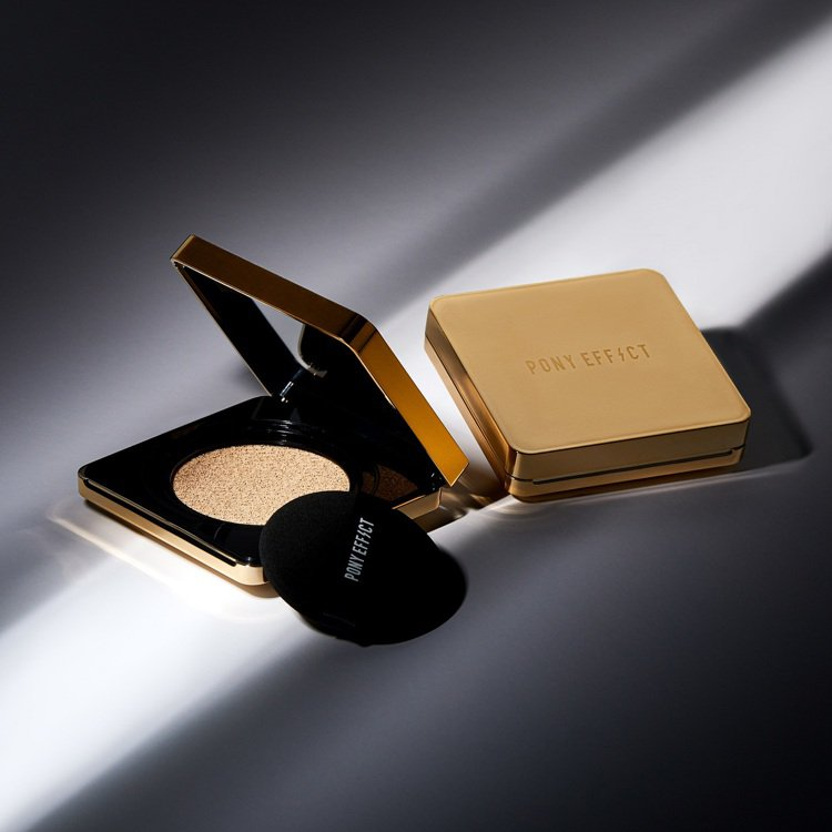 PONY EFFECT推出升級2.0版的「全新絕對持久無瑕氣墊粉餅」,為標誌性的...